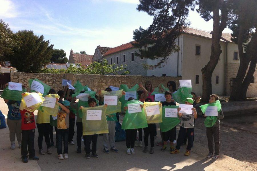Ugljan: Mala eko – akcija, obilježavanje Dana škole i Dana planeta zemlje; foto: Dražena Strihić