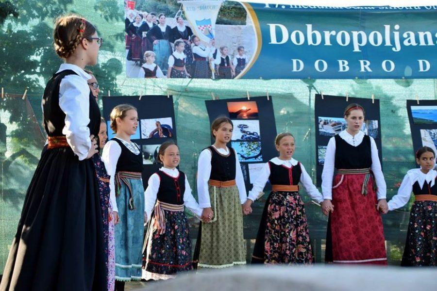 17. Međunarodna smotra folklora u Dobropoljani (Snimila Maja Dešpoja)