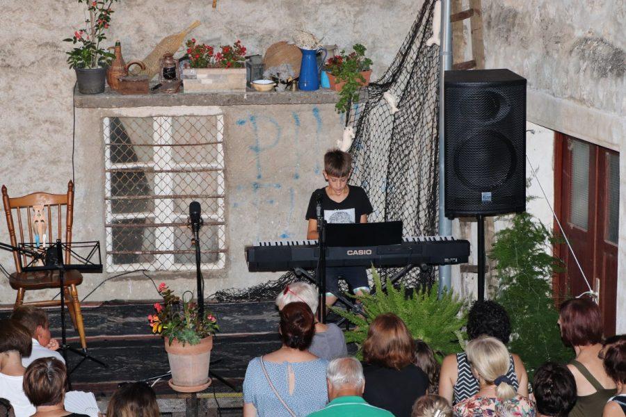 Na pozornici Ispo' Volta nastupili najmlađi preški glazbenici