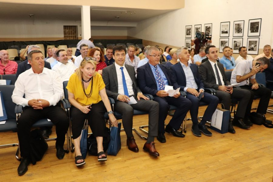 Nakon ljeta počinje gradnja ribarskih luka u Veloj Lamjani i Gaženici