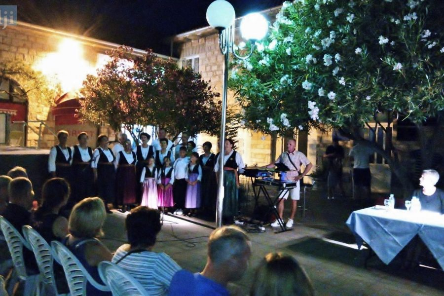 Otočni pjesnici čuvari čakavske beside i kulture