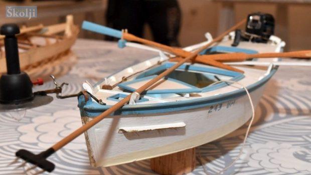 Tkon: Puštanje u more maketa starih tradicijskih brodova