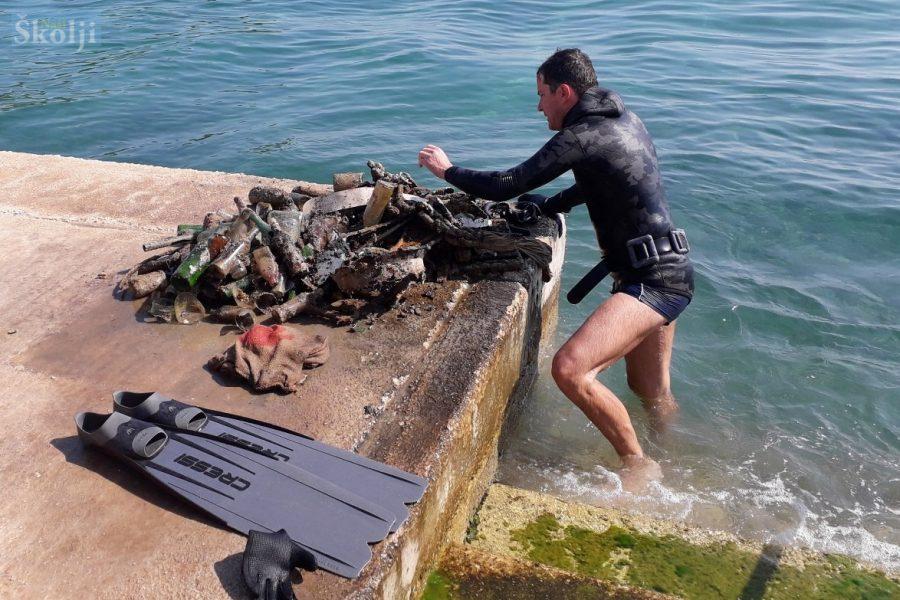 Nikola Đaković sam čisti podmorje u središtu Preka