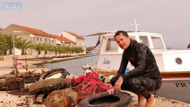 Nikola Đaković ponovno sam čistio podmorje Preka