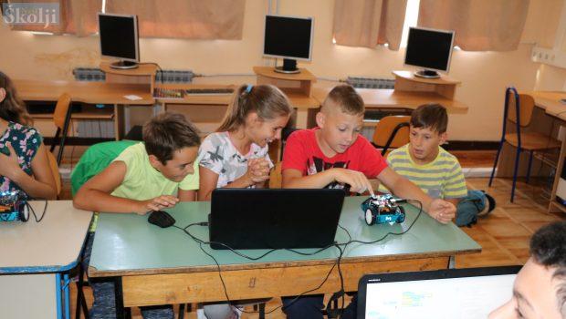 Besplatna radionica programiranja i robotike u Tkonu