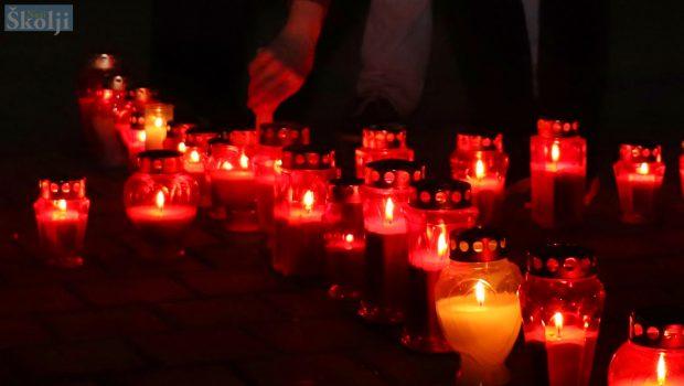 Paljenje svijeća i molitva za Vukovar, Škabrnju, Nadin…