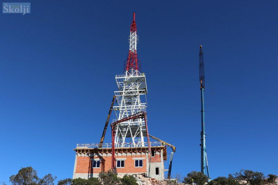 Na Maloj Glavi postavljen 84 metra visok antenski stup
