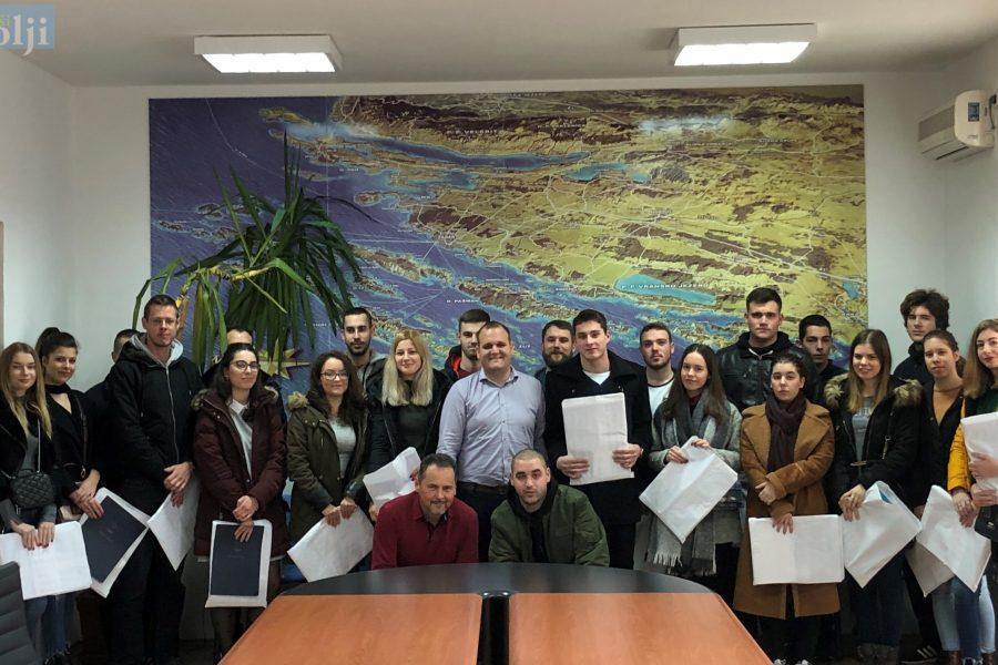 Potpisani ugovori: Općina Preko bespovratno će stipendirati 43 studenta