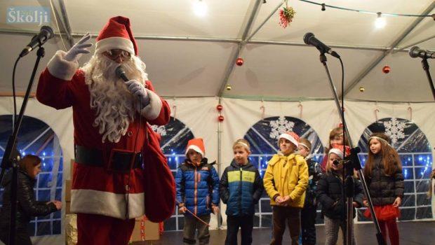 Fotogalerija: Djed Božićnjak na pašmanskom adventu 'Čarobni otok'
