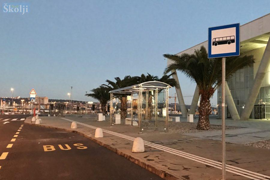 Nadstrešnica postavljena, autobusna stanica i dalje na starome mjestu