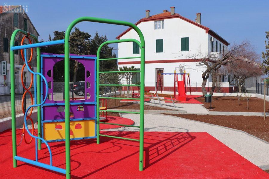 Završeno uređenje dječjih igrališta u Preku i Poljani