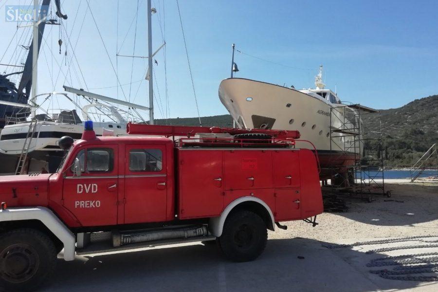 "U brodogradilištu u Lamjani izbio požar na jahti ""Agramer I"""