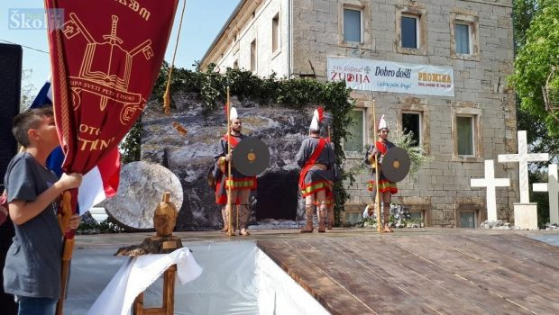 Sestrunjski čuvari Božjega groba sudjelovali na Festivalu žudija u Oklaju