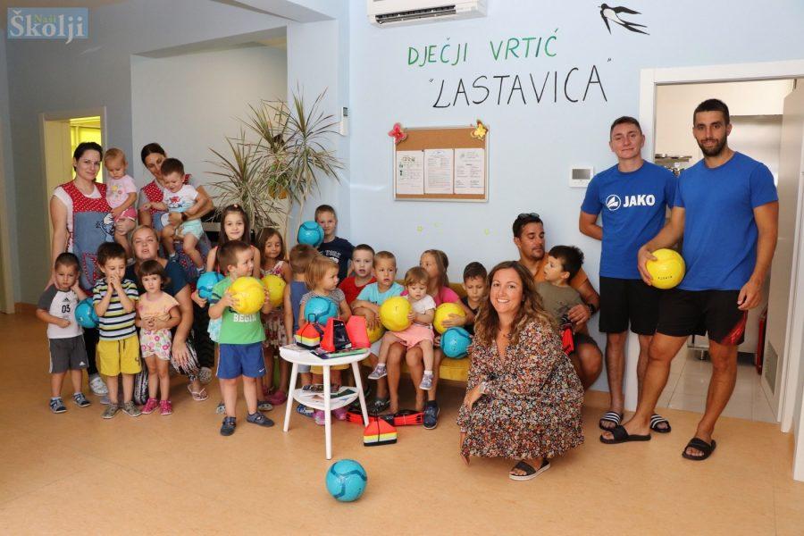 NŠK Sv. Mihovil donirao lopte Dječjem vrtiću Lastavica u Preku