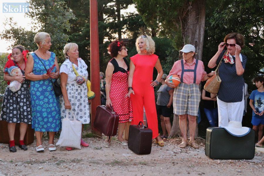 Udruga Điran duhovito dočarala začetke turizma na našemu otoku