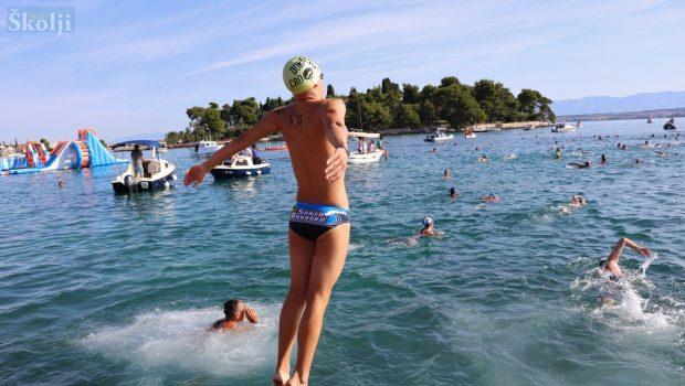 Božo Puhalović (17) pobjednik plivačkog maratona Preko – Zadar