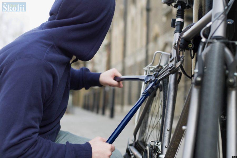 Otkriveni maloljetnici koji su po Ugljanu krali mopede, skutere, bicikle…