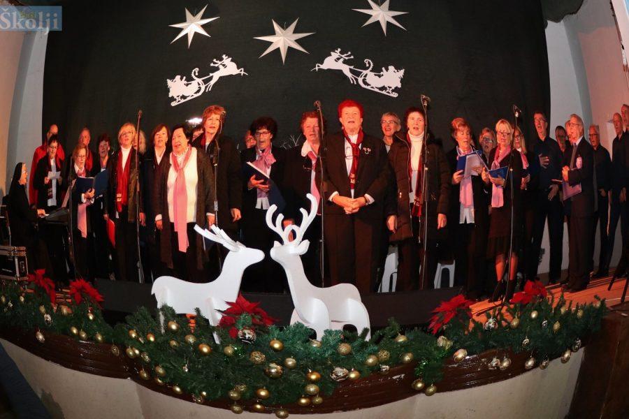 Udruga Điran s prijateljima održala tradicionalni Božićni koncert