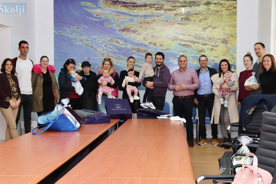 Za 24 novorođene bebe u ovoj godini Općina Preko isplatila 330.000 kuna