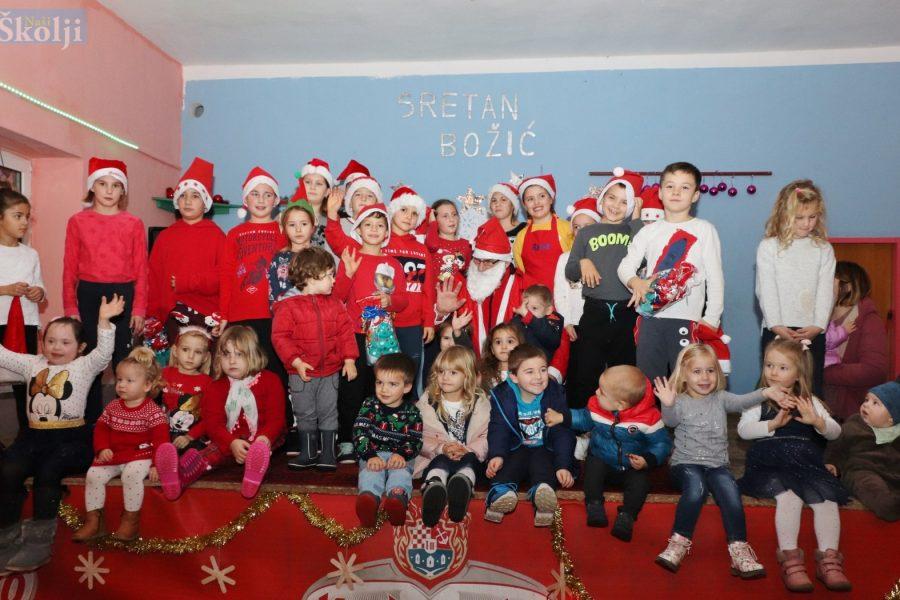 Humanitarna božićna priredba najmlađih Poljane i Sutomišćice