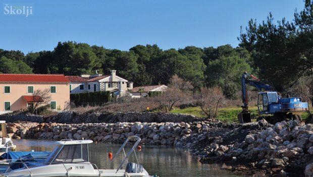 Sanacija školjere i obale u luci Batalaža – jug gotova za 10-ak dana