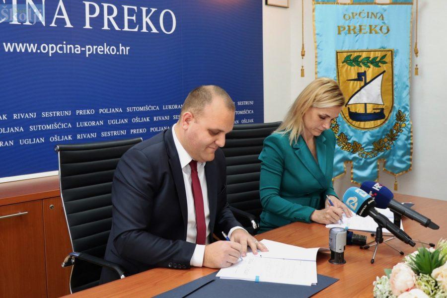 """Općina Preko i SITNO HOLDING potpisali ugovor o prodaji zemljišta u zoni """"Mačjak – Šumljak"""""""