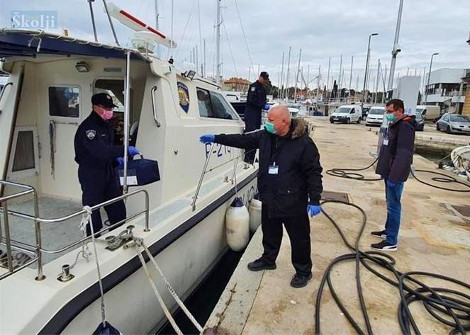 Posada policijskog broda Sv. Donat prevezla uzorke krvi iz Sali u zadarsku bolnicu