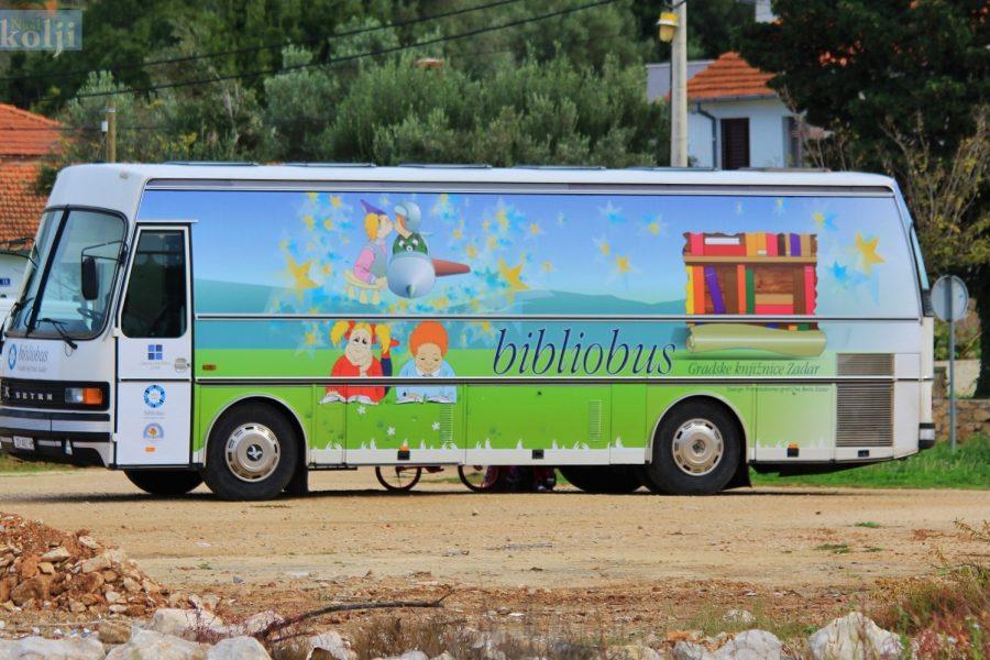 Bibliobus Gradske knjižnice Zadar ponovno u điru po otocima