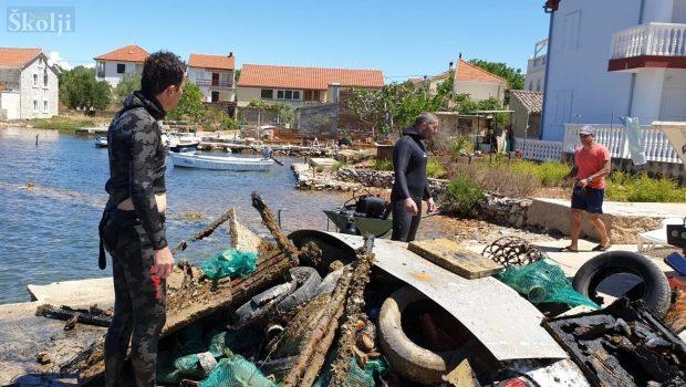Čišćenje podmorja u Sutomišćici