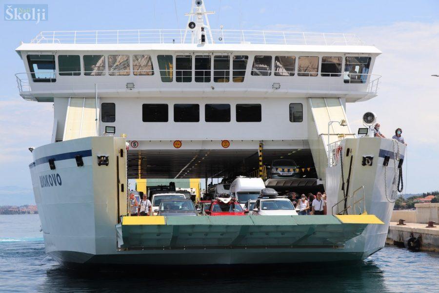 Na trajektnoj liniji Preko – Ošljak – Gaženica 17 polazno-povratnih putovanja