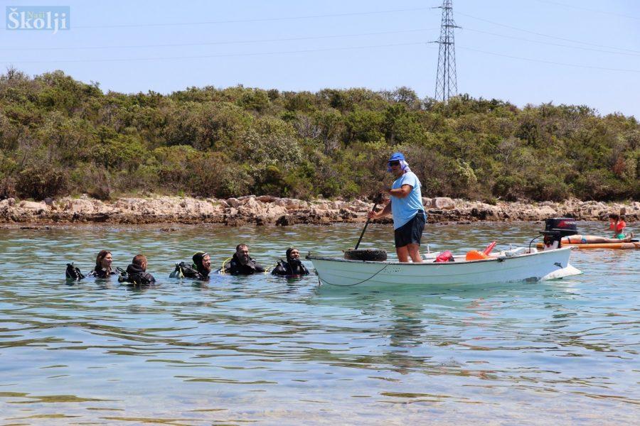 Ronioci RK Sv. Roko iz Bibinja očistili podmorje uvale Suha u Ugljanu
