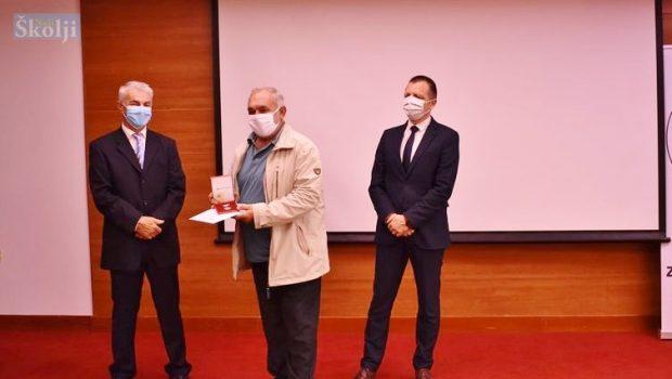 Jakovu Soriću iz DDK Preko županijsko priznanje za 100 darivanja krvi
