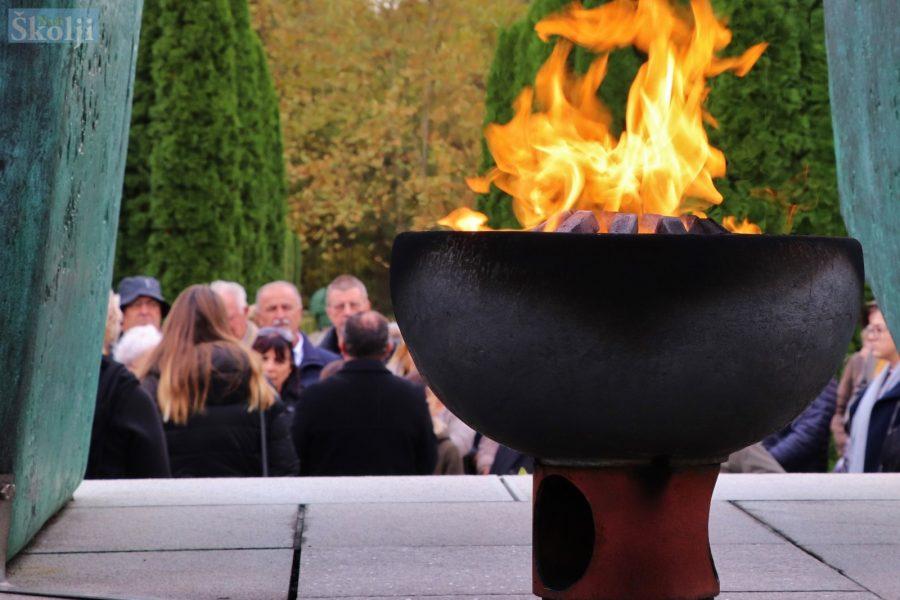 Molitva i paljenje svijeća za žrtve Vukovara, Škabrnje, Nadina…