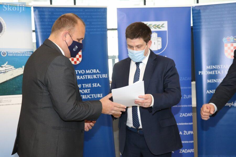 """Općina Preko potpisala ugovor za uređenje plaže Jugo """"težak"""" 400.000 kuna"""