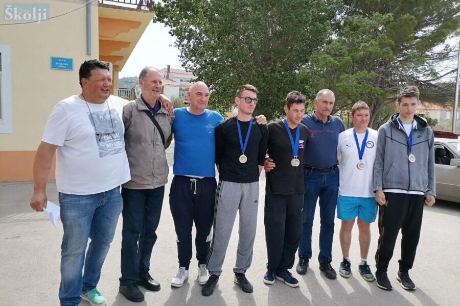 Zubatac Zadar najbolji na županijskom natjecanju u ribolovu štapom s obale