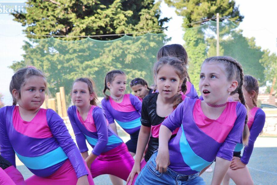 Na plesnim radionicama Udruge Tim iz Preka djevojčice s cijelog otoka