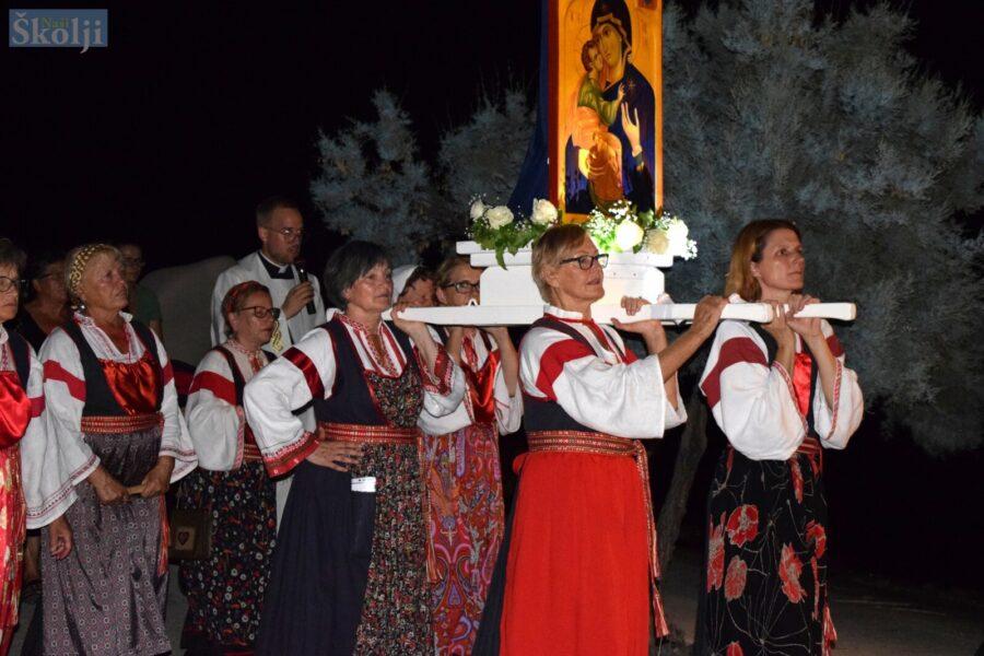 Blagdan Vele Gospe najvažniji dan u godini u Ugljanu – u procesiji prvi put ikona Gospe Ugljanske