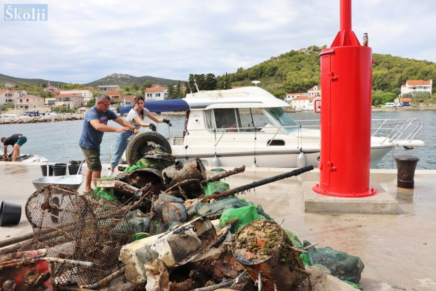 Čišćenje podmorja u Lukoranu